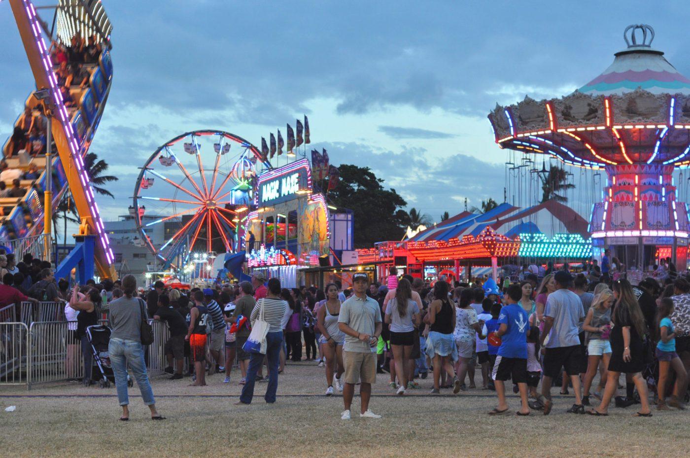 maui fair_amusement rides_colorful lights_happy